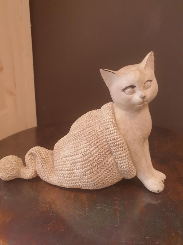 Chat câlin bonnet de laine