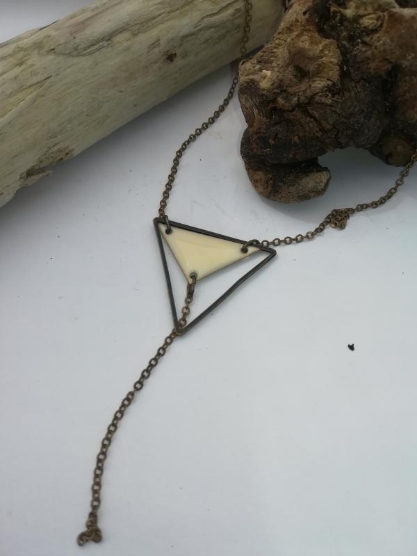 Collier triangle émaillé