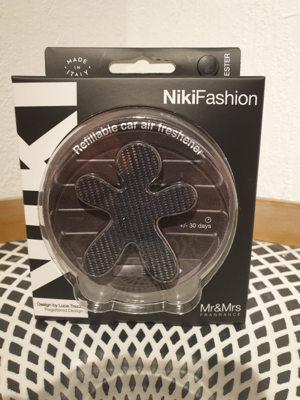 Niki Fashion Noir avec recharge Bergamot et Iris