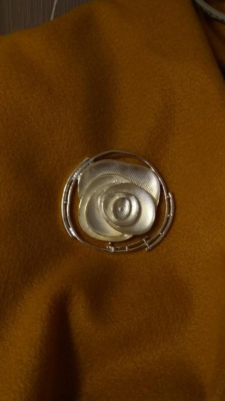 Broche argentée Rose