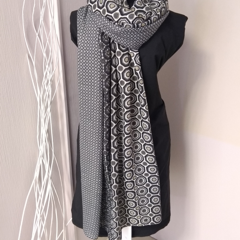 Echarpe noire et grise