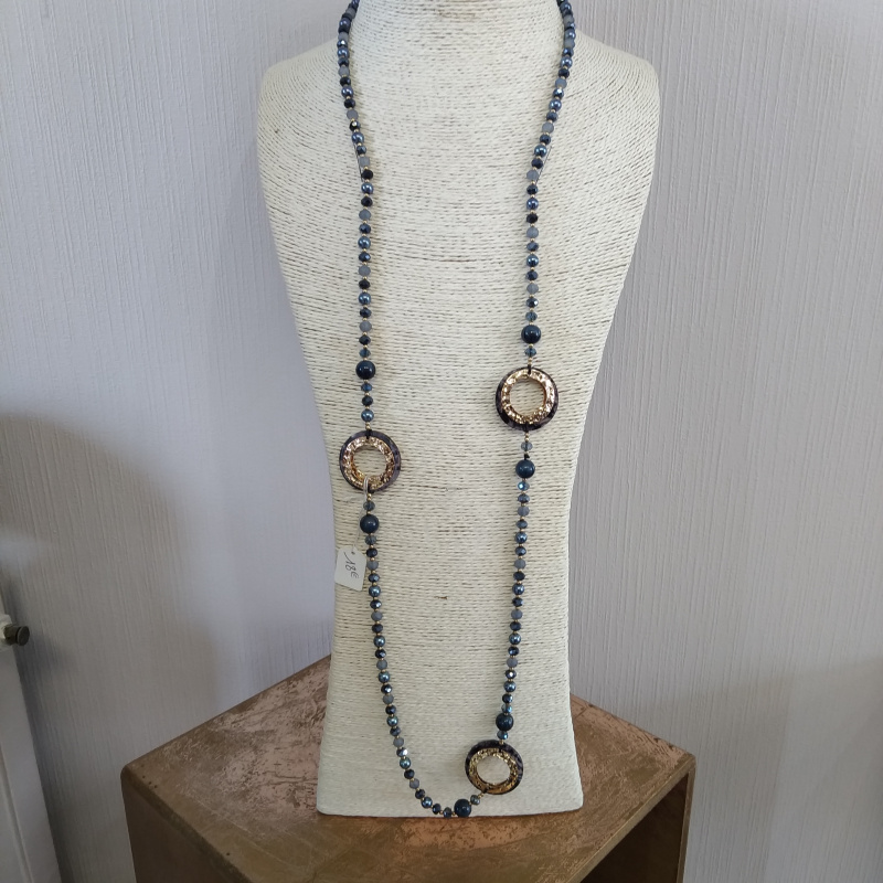 Collier long perles bleues