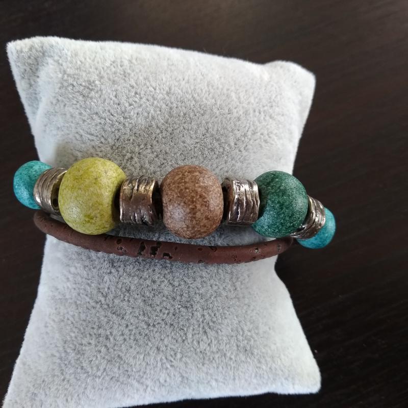 Bracelet en liège boule verte marron