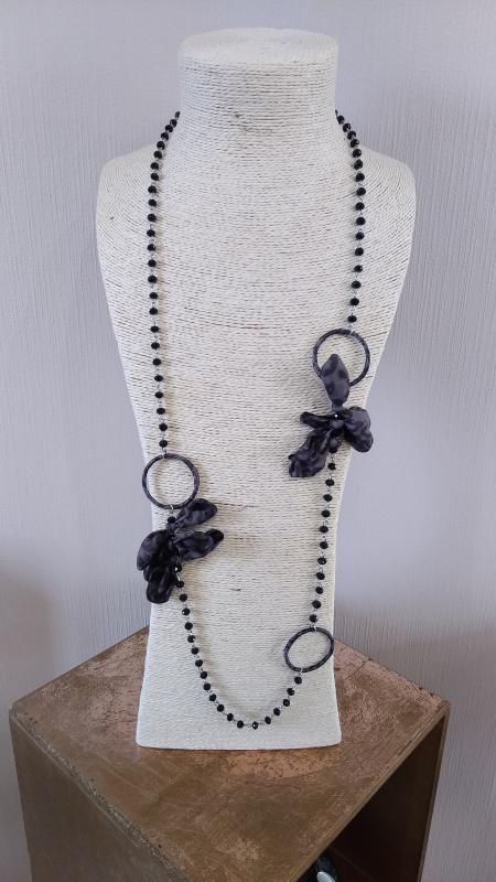 Collier long perle et fleur