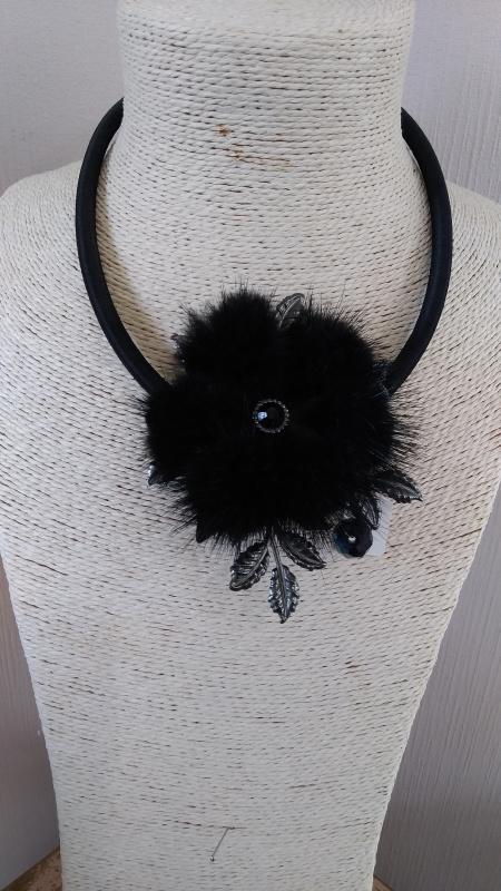 Collier Fleur douceur noire