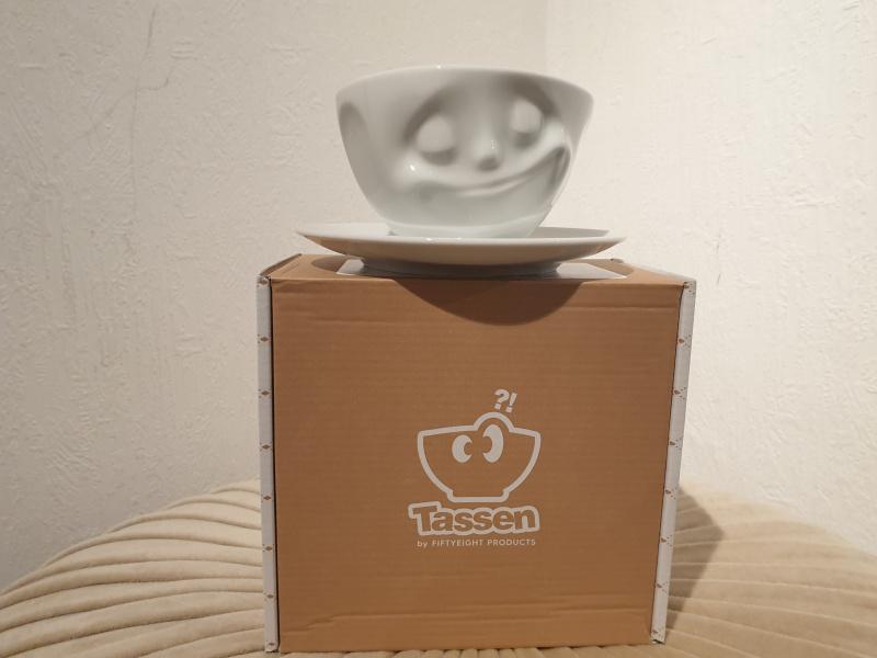 """Tasse à café fiftyeight  avec sa soucoupe """"heureux !""""  T01.43.01"""